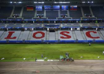 Pitch at Lille's Stade Pierre-Mauroy replaced