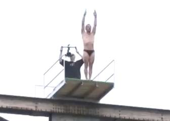 High diver dies after failing to surface from 20m jump