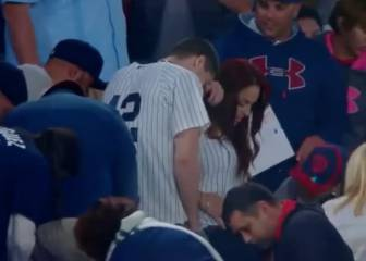 Fan proposes then drops and loses the ring. Panic!!