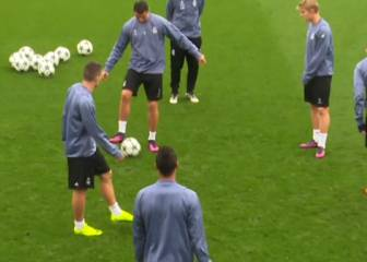 Cristiano, mentor to Odegaard, shares some neat footwork