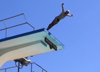 Saltos trampol n todas las noticias for Trampolin para piscina