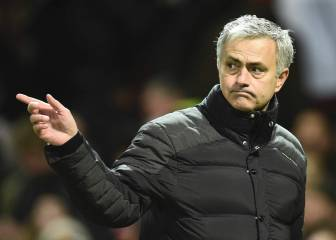 Mourinho hints at imminent Schneiderlin departure