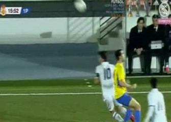 Just like his old man: Enzo Zidane's fabulous flick for Castilla