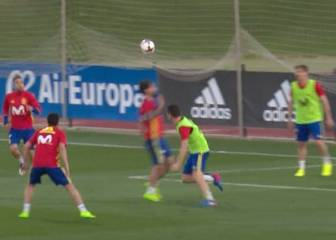 Azpilicueta gives Isco a taste of his own medicine in training
