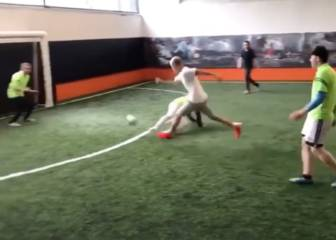 Justin Bieber shows off some silky football skills