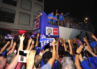 Getafe take to streets to celebrate promotion with fans