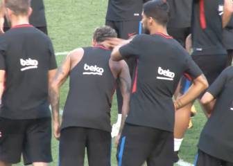Luis Suárez gives Neymar a slap for making the team wait