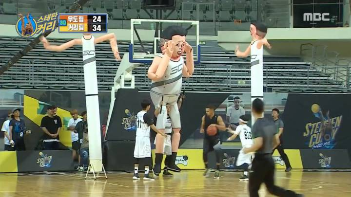 Curry brothers face ultimate challenge: revolving backboards and giant power forwards!