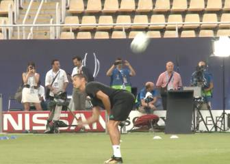 Cristiano Ronaldo's cheeky ball control in Real Madrid training