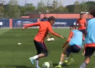 Neymar shows fancy footwork during PSG training