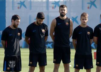 Barça squad hold minute's silence for victims of terrorist attacks