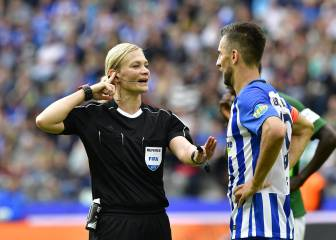 Bibiana Steinhaus draws praise on historic Bundesliga debut