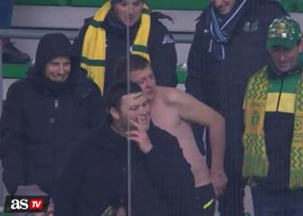 Nantes fan musters inners Geordie, topless in the cold