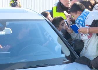 Marcelo shows patience after his car is mobbed by fans
