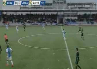 Juvenil A defender scores a stunner from inside his own half