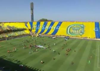 Rosario Central fans unfurl huge tifo before Newell's clash