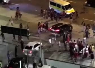 Flamengo supporters attack their own players' cars