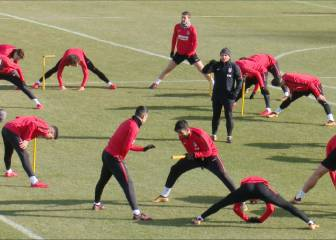 Diego Costa plays the fool in Atlético training