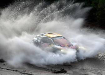 Sainz and Cruz's toughest test: the best images of Dakar 2018