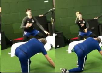 Chelsea goalkeeper Courtois' crazy tennis-ball training drill