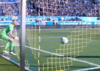 Duisburg 'keeper prioritises hydration over defending in comedy goal