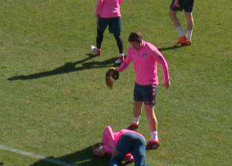 Gabi gives Griezmann a ticking off for diving in training