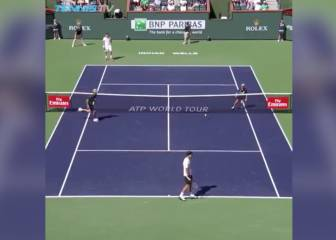 Federer leaves ball-boy in a spin