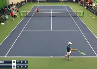 4-0 down in third set, US player gets ball girl to take over