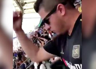 Fan switches allegiance midway through LA derby