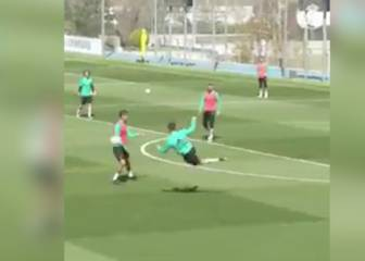 Cristiano Ronaldo scores superb training-ground scissor kick