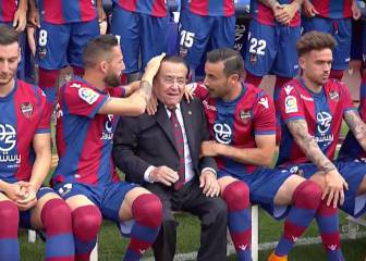 Levante joy: after Barça win, plenty fun had for official photo