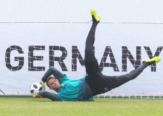 The best keeper in the world - German squad on Manuel Neuer