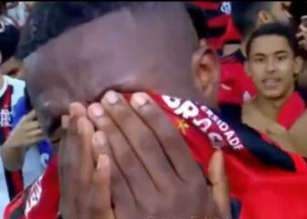 An emotional Vinicius bids farewell to Flamengo fans