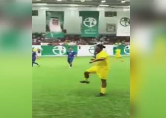 Ronaldinho plucks two blind passes out of the old trick bag