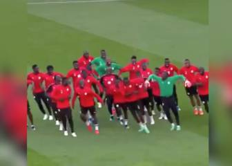 Senegal squad busts a few moves in Sunday Night Fever
