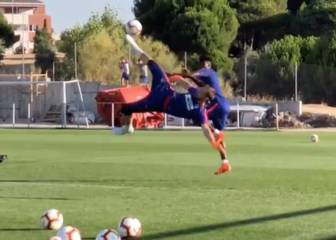 Oblak with his best impression of Cristiano Ronaldo's chilena
