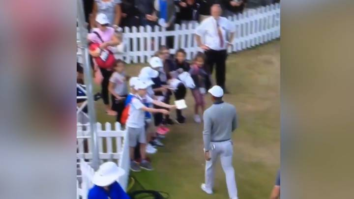 The Open: Tiger Woods snubs young autograph hunters