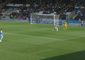Dundee goalkeeper's howler gifts St Mirren opening-day win