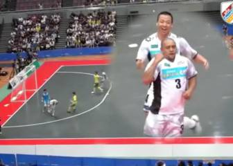 Roberto Carlos lights up Japan with nutmegs and volley fun