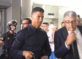 Cristiano Ronaldo leaves Valencia after a night to forget